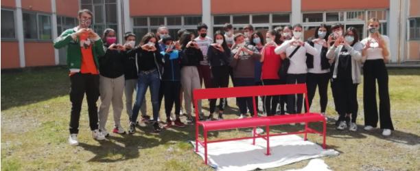 Panchina rossa contro la violenza di genere – Dire.it